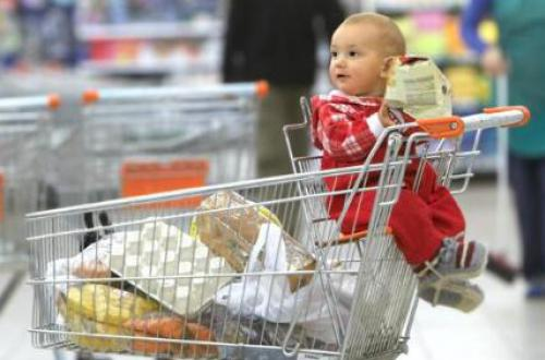 宝宝成长的那些事、在逛超市的时候小孩做手推车安全吗?
