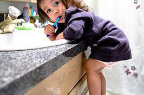 不到三岁的宝宝应该如何刷牙